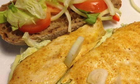 ساندویچ مرغ و آووکادو