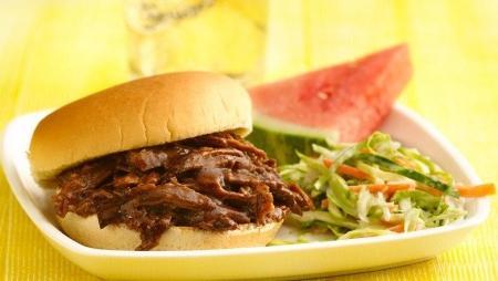 ساندویچ گوشت گاو و آبجو