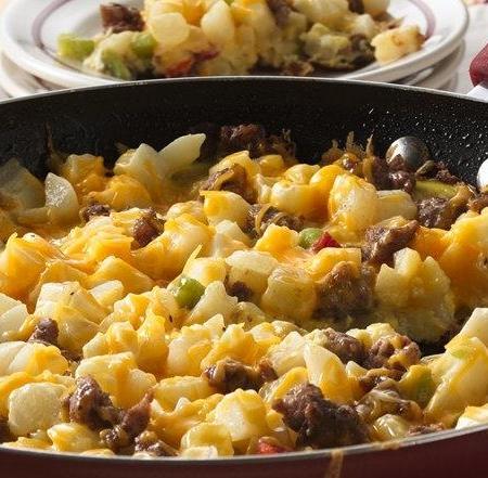 املت سوسیس و سیب زمینی پنیری
