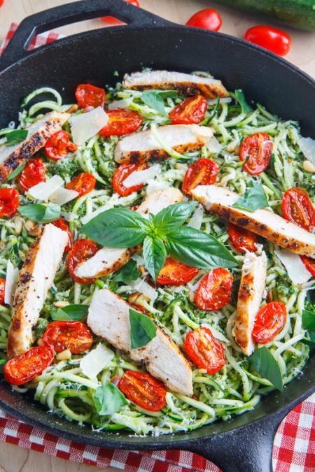 نودل کدو سبز با گوجه فرنگی و مرغ کبابی