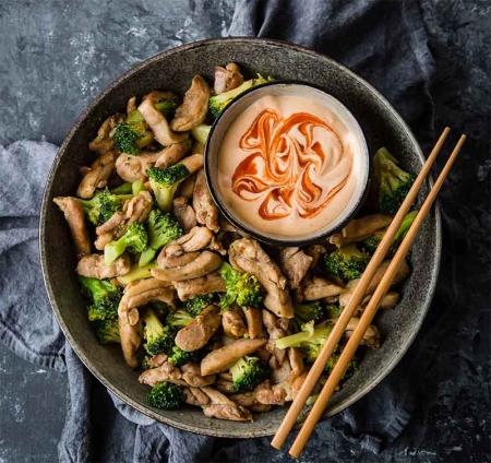 مرغ کتو آسیایی با کلم بروکلی