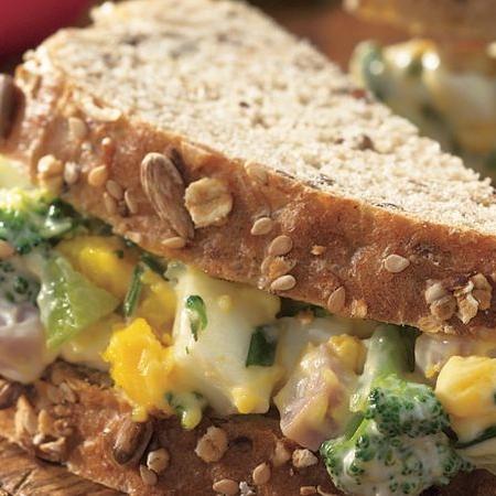 ساندویچ سالاد ژامبون و تخم مرغ
